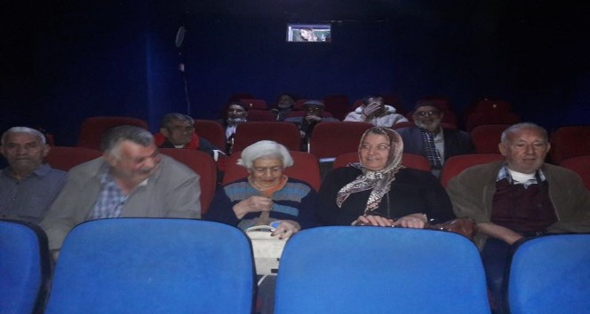 Huzurevi sakinlerinin sinema keyfi