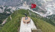 Türkiyenin en büyük Atatürk Heykeli turizme açıldı