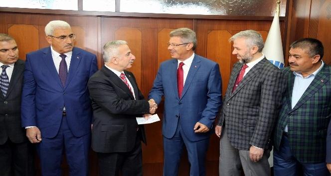 Vali Kamçı'dan PTT, Müftülük ve Vakıfbank'a Ziyaret