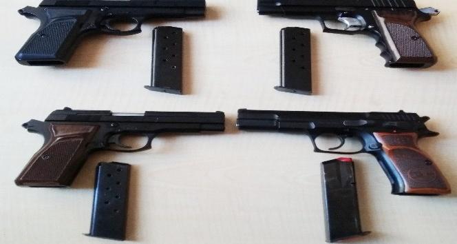 Bafra'da 4 ruhsatsız tabanca ele geçirildi