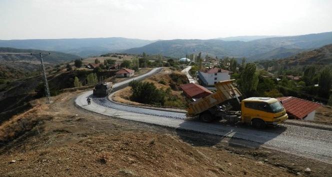 """Vali Kılıç; """"Çorum'da asfaltsız köy yolu kalmadı"""""""