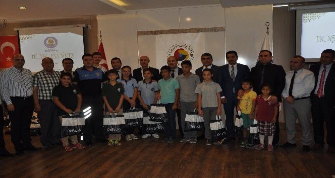 Tarsus'ta 700 öğrenciye kıyafet yardımı