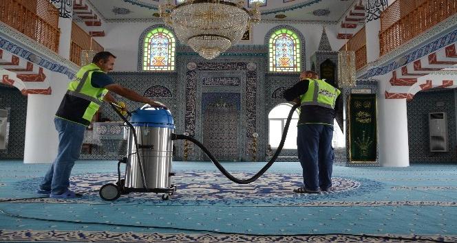 Kartepe'de camilerin temizliğini belediye üstleniyor