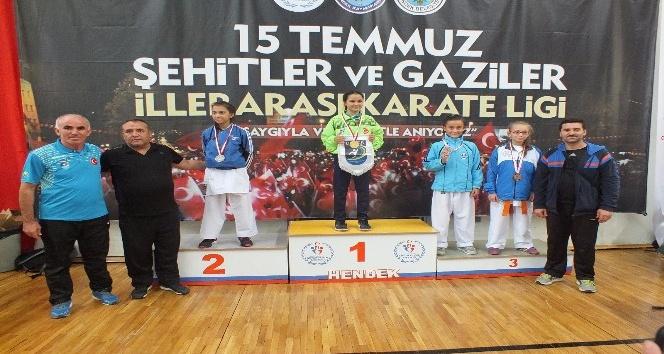 Kağıtsporlu kareteciler Sakarya'dan 12 madalya ile döndü