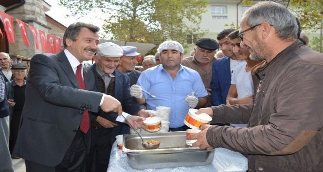 Yenişehir Belediyesi'nden 2 bin 500 kişiye aşure