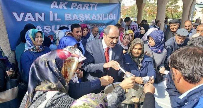 Van AK Parti'den vatandaşlara aşure ikramı