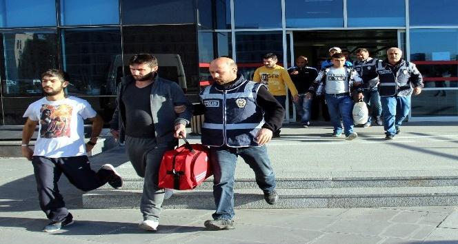 Kayseri'de aranan şahıslara operasyon: 20 gözaltı