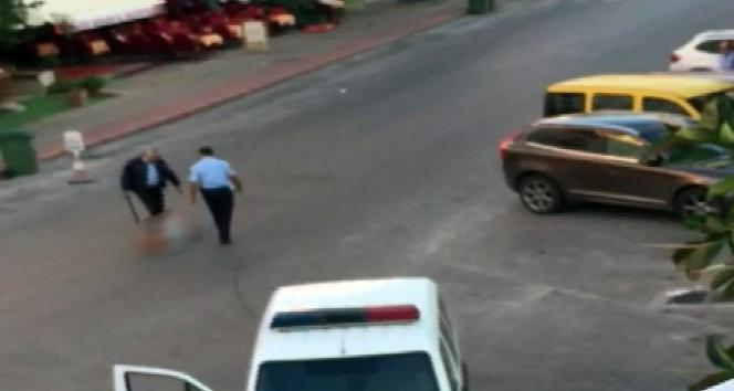 Yerdeki kadına polisten şok müdahale