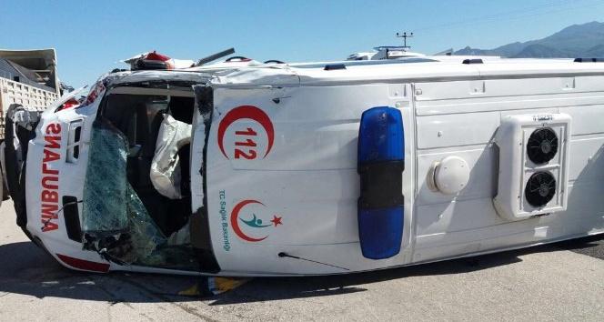 Minik Hamza devrilen ambulanstan burnu kanamadan kurtuldu