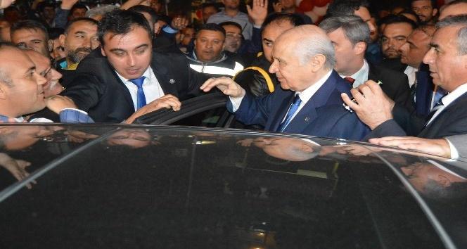 Devlet Bahçeli Turgutlu teşkilatını ziyaret etti