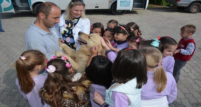 Öğrencilere hayvan sevgisi eğitimi verildi