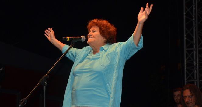 Selda Bağcan Atasehirde konser verdi
