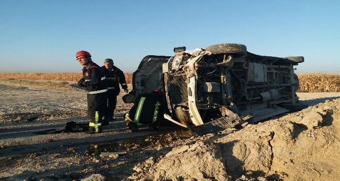 Karaman'da işçi minibüsü devrildi: 14 yaralı