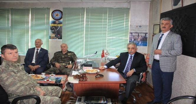 Vali Toprak, saldırıya uğrayan Başkan Kahraman'ı ziyaret etti