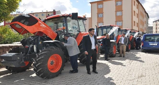"""Bulanık'ta """"Kubato"""" traktör bayiliği açıldı"""