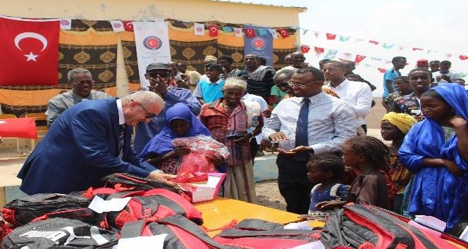 Cibuti'de 400 öğrenciye okul malzemesi desteği