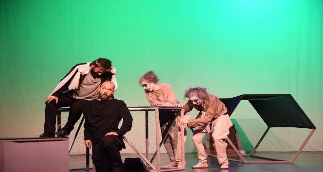 Tiyatro Anadolu ''Kundakçı'' ile perde açtı