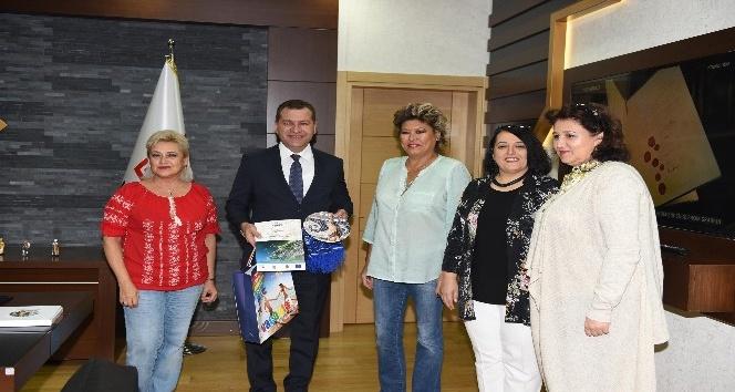 Başkan Yılmaz,  Romanyalı öğrencilere İngilizce sunum yaptı