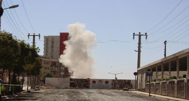 Mardin'de kayaları parçalamak için patlatılan dinamit korkuttu