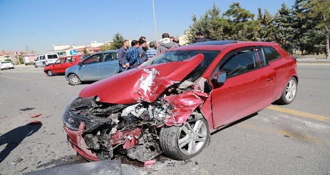 Başkent'te aynı noktada iki ayrı kaza: 2 yaralı