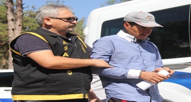 Suriyeli genç seyir halindeki kamyonetten atılarak öldürülmüş