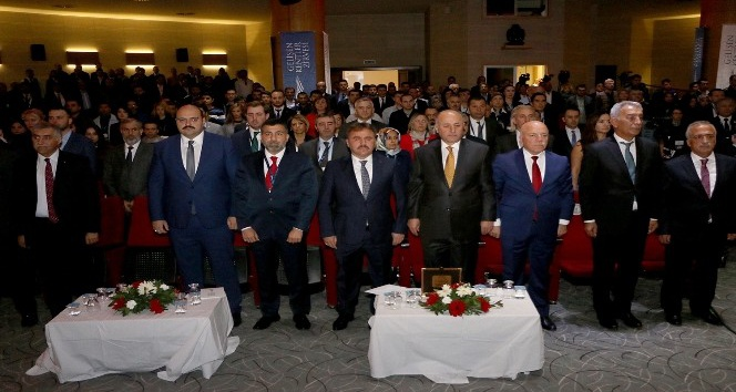 """Başkan Orhan,""""Gelişen Kentler Zirvesi""""nde konuştu"""