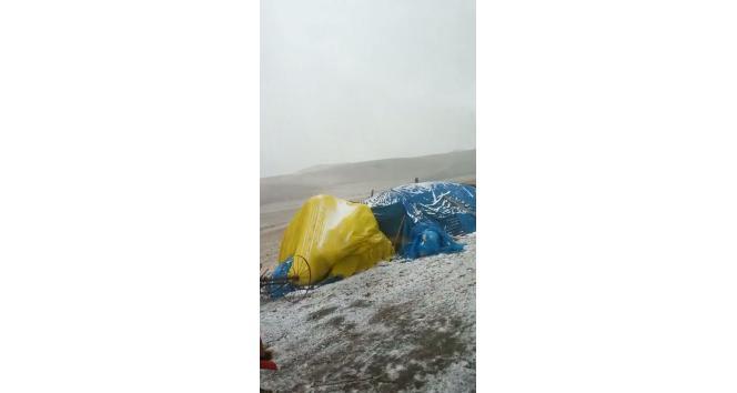 Tuzluca' ya yılın ilk karı yağdı