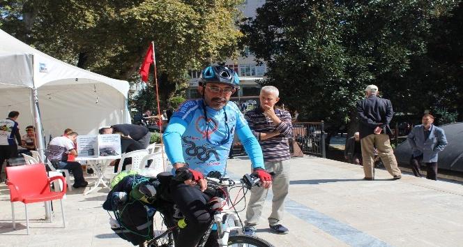 Lösemi hastalığından ölen oğlu için bisikletle 850 kilometre yol katetti