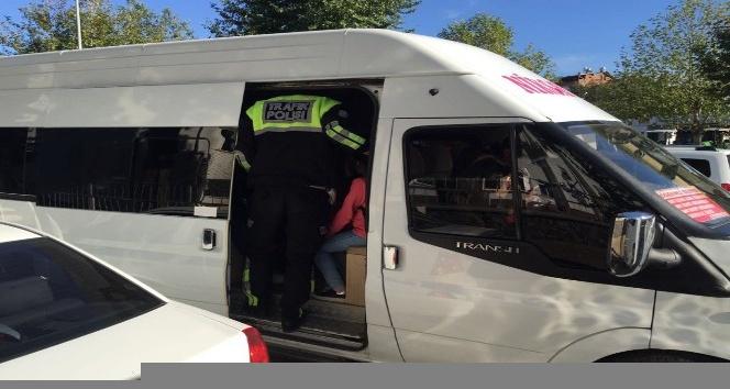 Niksar'da fazla öğrenci taşıyan servis araçlarına para cezası