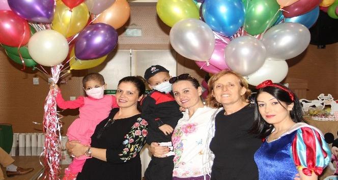 Gönüllü anneler lösemili çocuklarla buluştu