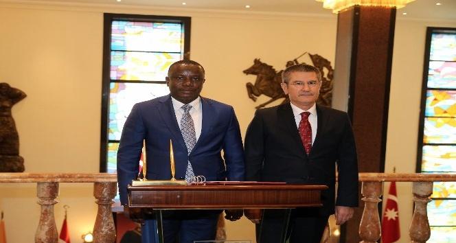 Bakan Canikli, Gana Savunma Bakanı Dominic Nıtıwul ile bir araya geldi
