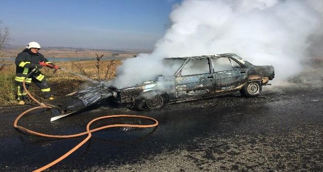 Seyir halindeyken alev alan LPG'li araç küle döndü