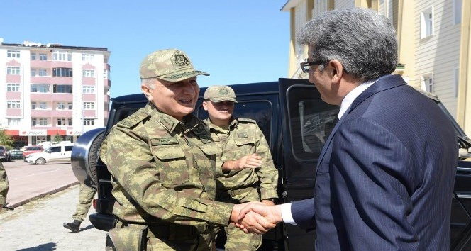 9'ncu Kolordu Komutanı Korgeneral Tarçın'dan Vali Bilmez'e ziyaret