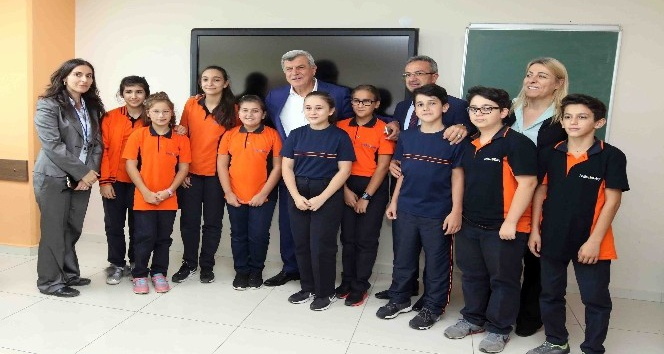 Başkan Karaosmanoğlu'ndan öğrencilere ziyaret