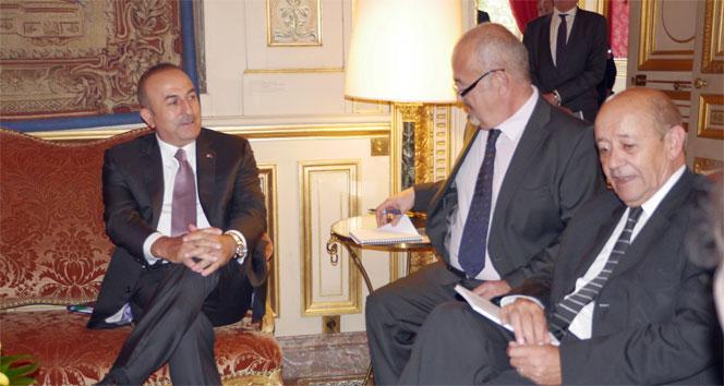 Bakan Çavuşoğlu, Fransız mevkidaşı Le Drian ile görüştü