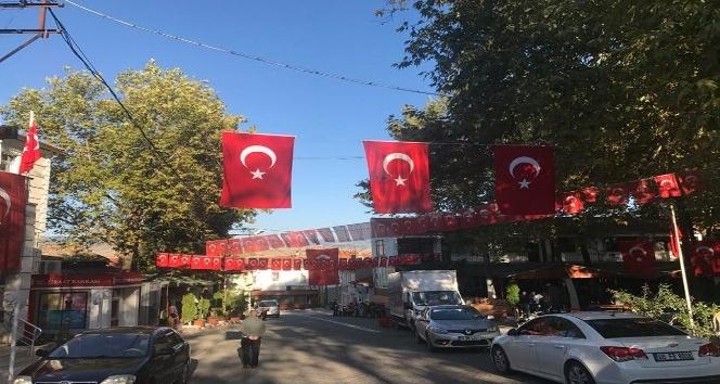 İnhisar Türk bayrakları ile donatıldı