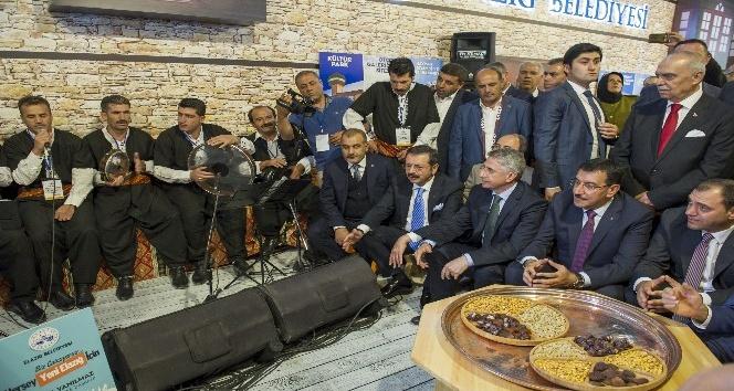 Bakan Tüfenkci, Elazığ Tanıtım Günleri'ni ziyaret etti