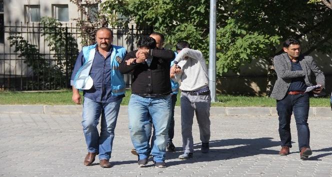 8 ilde 34 ev soyan hırsızlar 67 güvenlik kamera kaydı incelenerek yakalandı