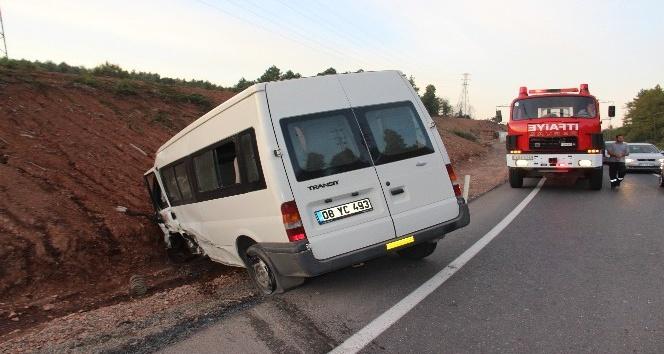 Zonguldak'ta minibüs ile otomobil çarpıştı: 1 yaralı