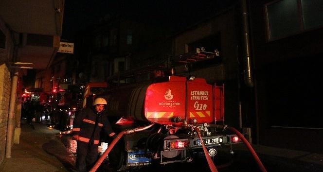 Beyoğlu'nda korkutan yangın: 3 yaralı