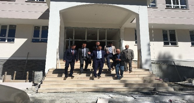 Yıldız, Tortum'da okul inşaatını inceledi