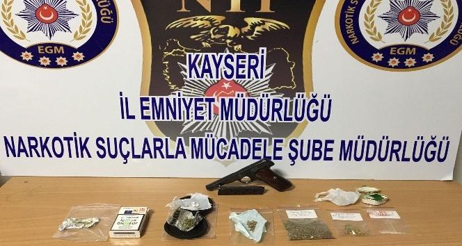 Polis uyuşturucu tacirlerine gözaçtırmıyor