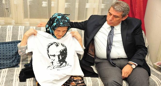 Pakize nine Atatürk tişörtü istemişti, Başkan Çalkaya sürpriz yaptı