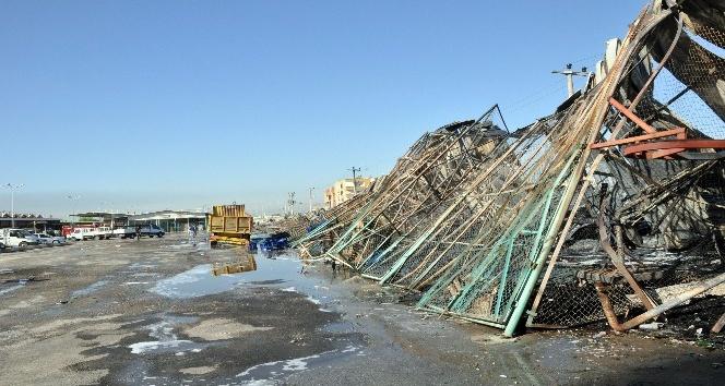 Tarsus Sebze Hali'ndeki 18 depo demir yığınına döndü