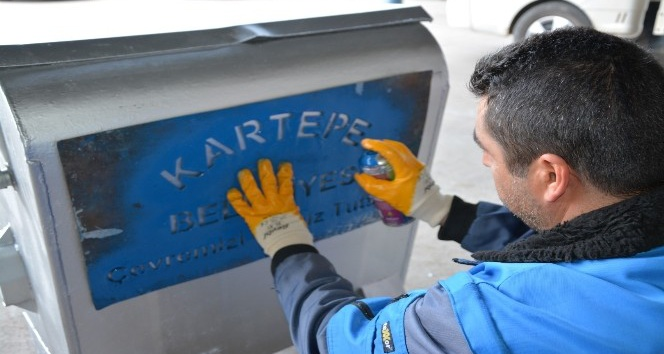 Kartepe'de çöp konteynerlerinin bakımı devam ediyor