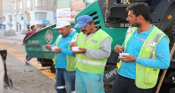 Başkan Çolakbayrakdar, Serçeönü Mahallesi'ndeki çalışmaları inceledi