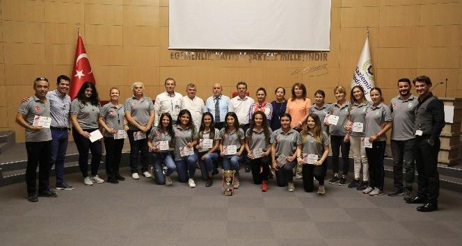 Gaziemir'in kadın atletlerden büyük başarı