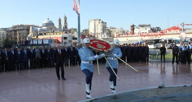 İstanbul'un 94'üncü kurtuluş yıldönümü Taksim'de törenle kutlandı