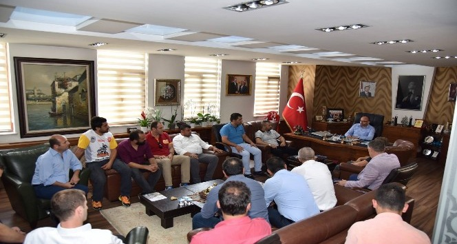 Arslanbey'in yeni yönetimi Başkan Üzülmez'i ziyaret etti