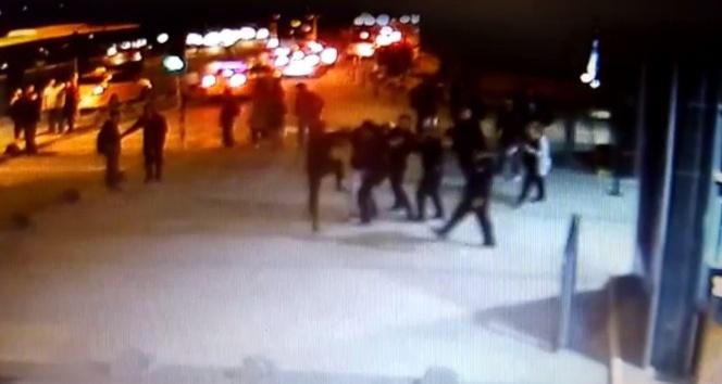 Üniversite güvenlik görevlilerinin yaralandığı  kavga anı kamerada